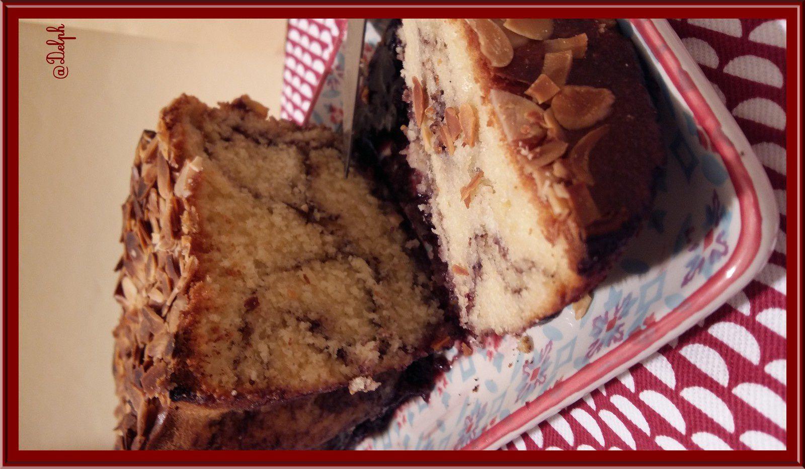Cake à la Vanille, au coulis de Myrtilles et Amandes
