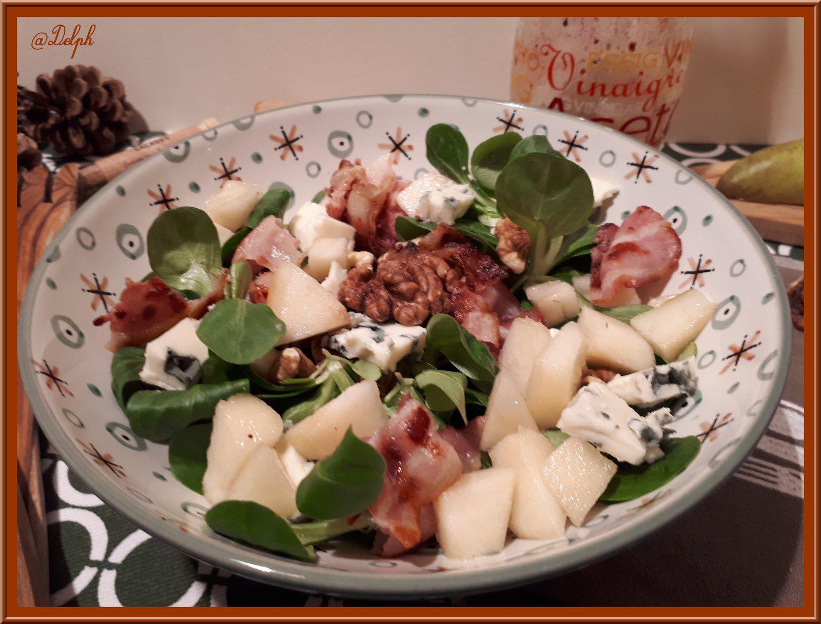 Salade de Mâche au Roquefort, Poire et Chips de lard