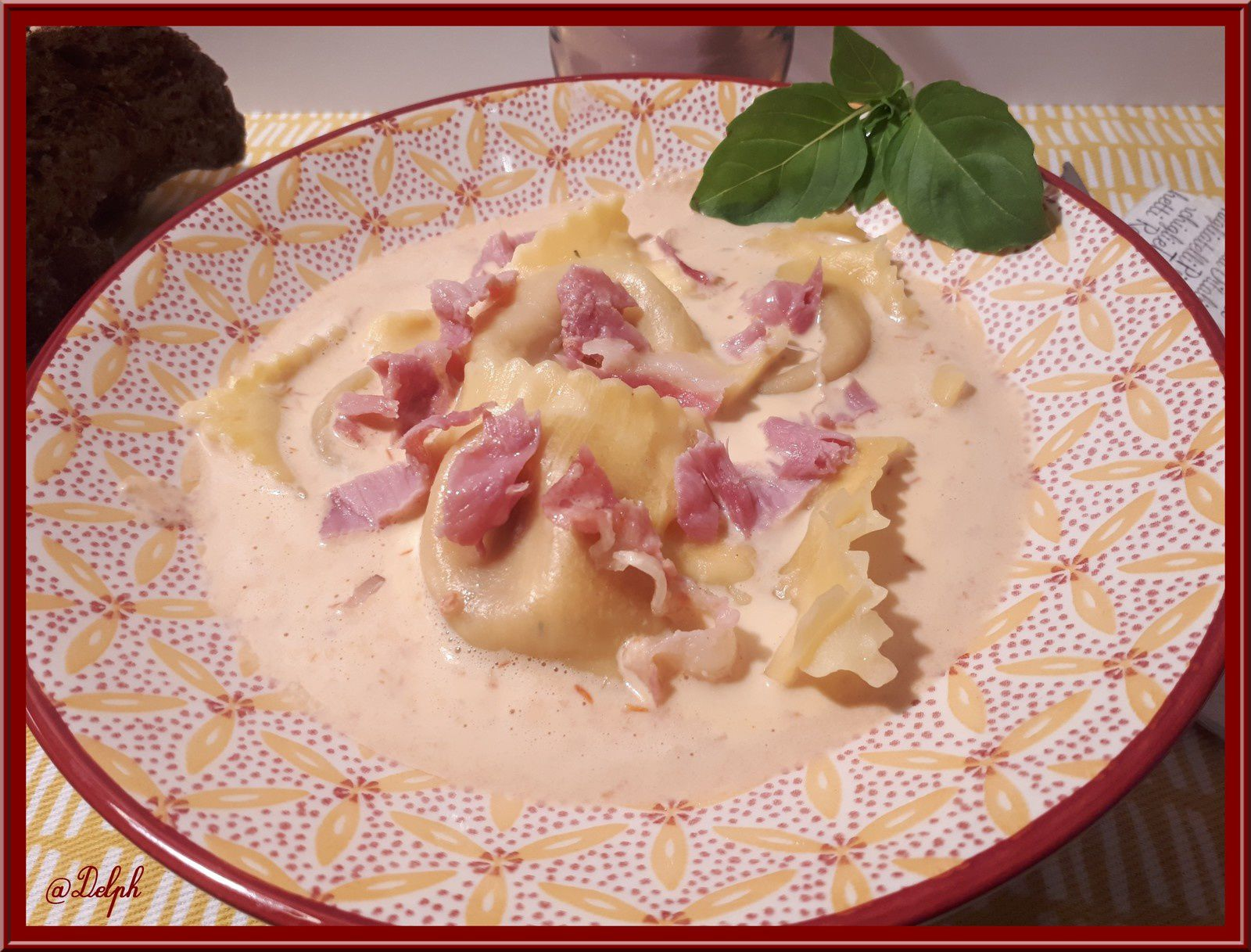 Ravioli Burrata tomates séchées,  Basilic et crème de Mozzarella