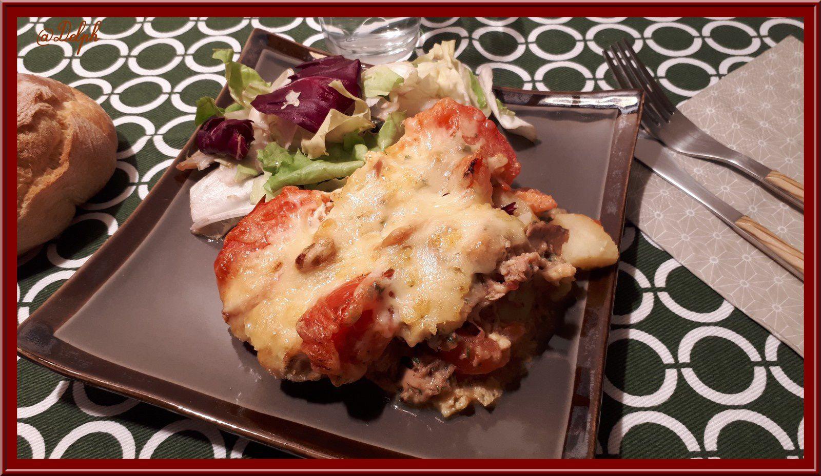 Omelette de pommes de terre, tomates et thon