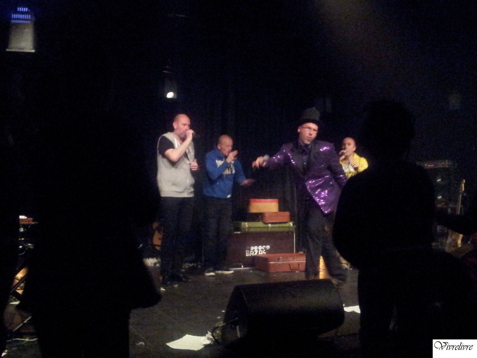 "Les Weepers Circus interprétant ""Pirouette Cacahuète"" et mes garçons!"