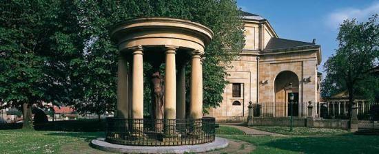 http://www.spain.info/fr/que-quieres/arte/monumentos/vizcaya/casa_de_juntas_de_gernika.html