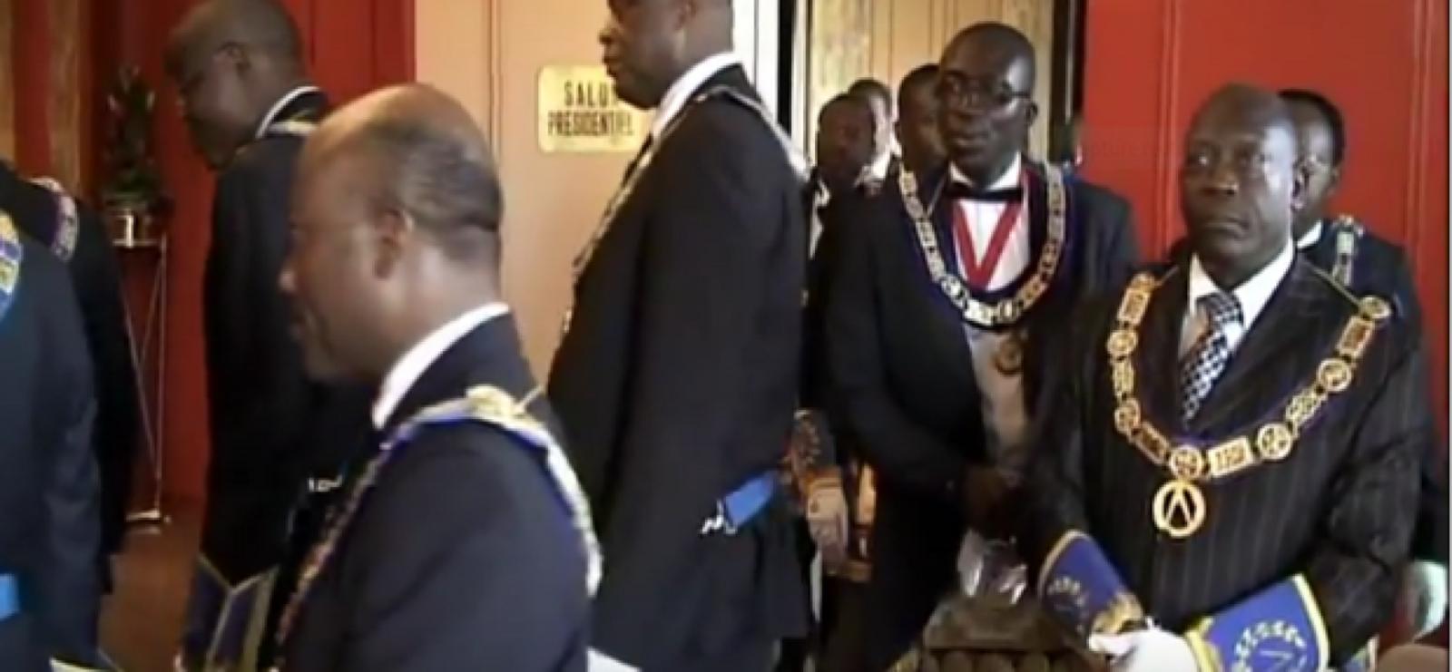 Françafrique. Comment la France a pillé l'Afrique et continue de le faire (Vidéos)