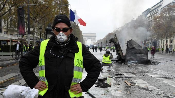 """Direct. """"Gilets jaunes"""" : Acte 2. Plus de 106.000 manifestants, 157 interpellations, 101 garde-à-vue (photos, vidéos)"""