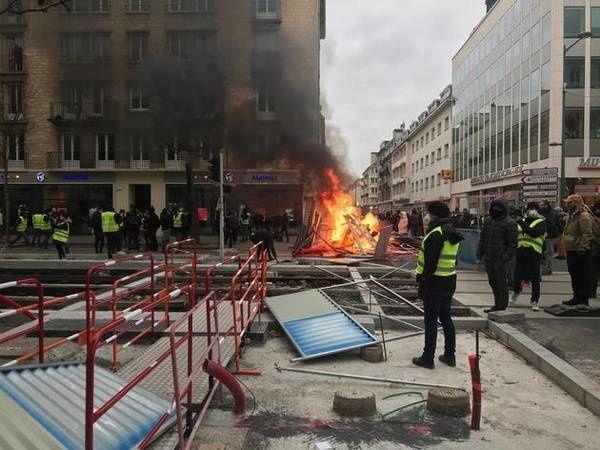En direct. Gilets jaunes. Acte 8. La relance. 50.000 manifestants en France. 345 arrestations et 281 gardes à vue (photos, vidéos)