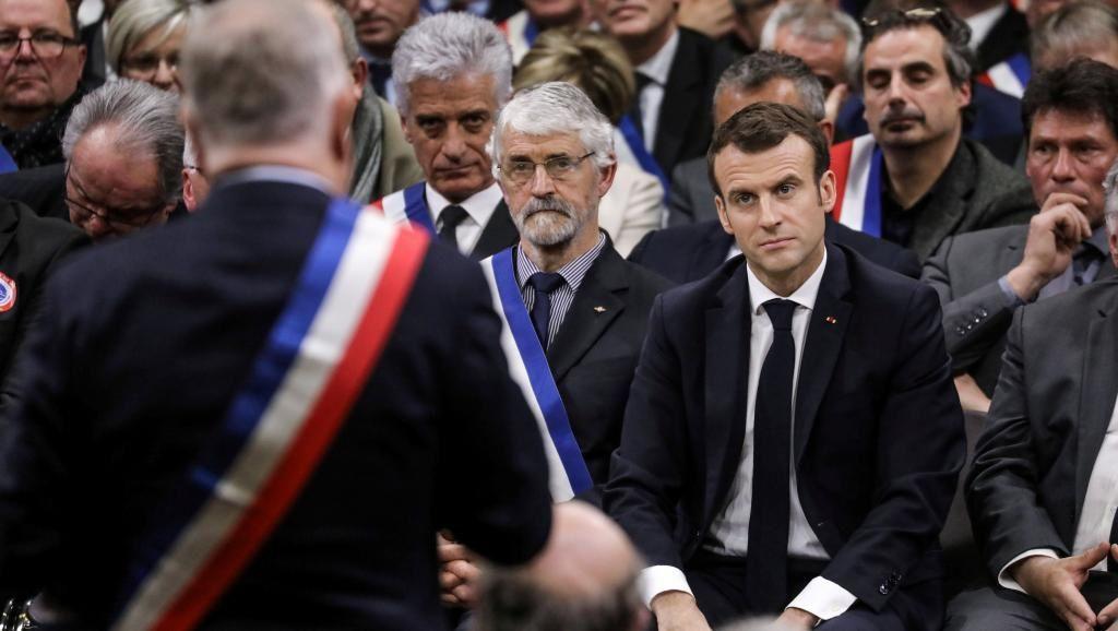 Emmanuel Macron, Narcisse du grand débat (Huffington Post)