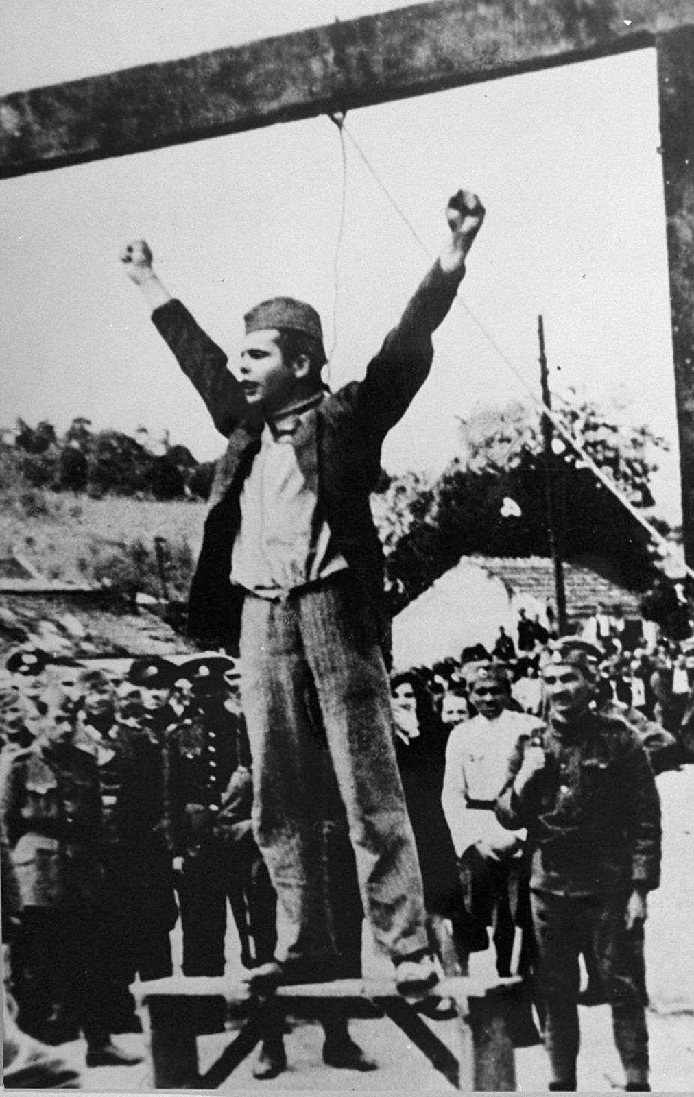 """""""Mort au fascisme, liberté au peuple !"""" criait le leader partisan Stjepan Filipović quelques instants avant son exécution par les collaborateurs nazis à Valjevo, en Yougoslavie."""""""
