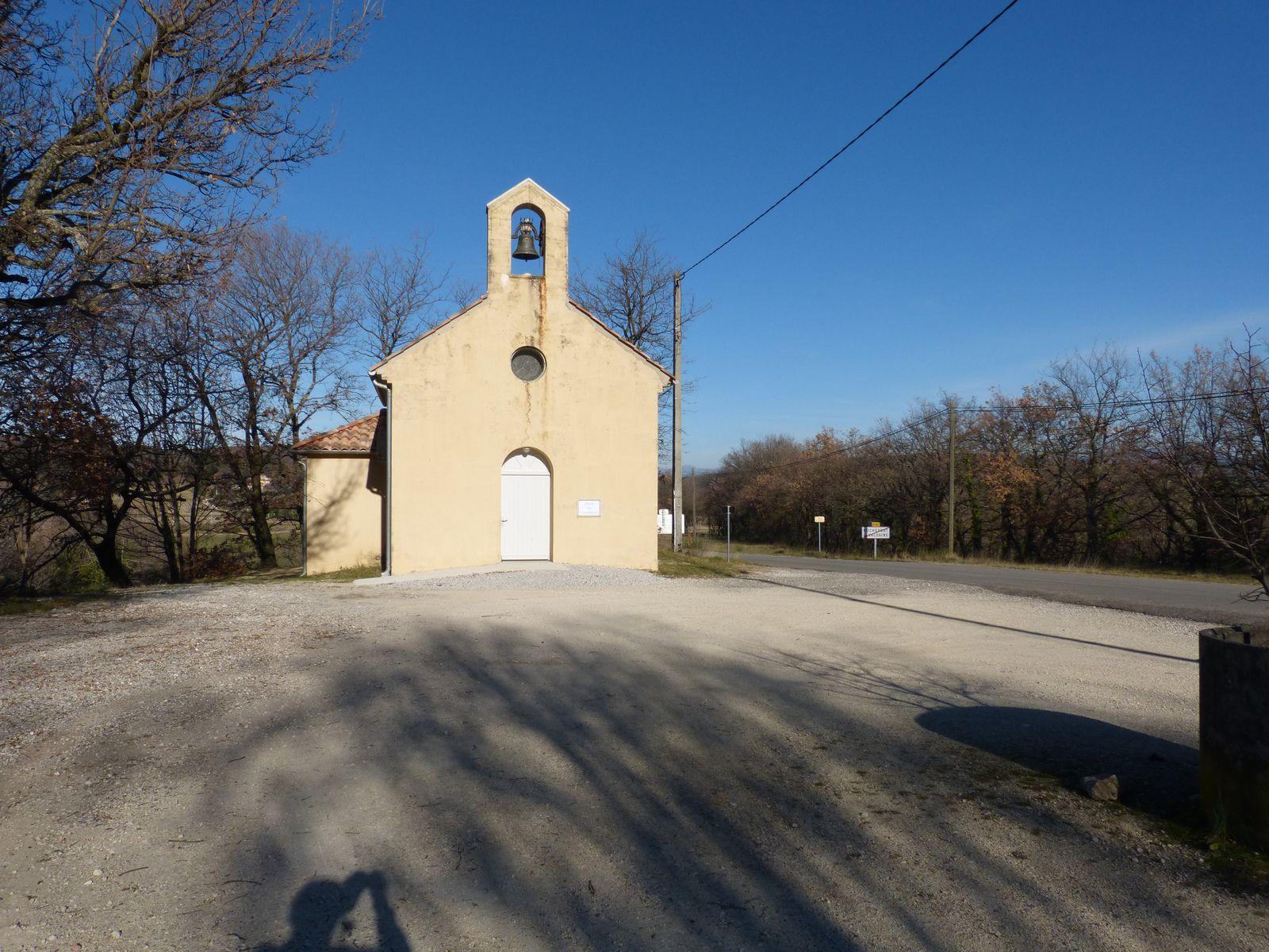 La chapelle Notre-Dame des Victoires fut inaugurée le 1er Septembre 1935. Construite par les habitants avec leurs mains et leurs deniers, transportant pierres et sable du Jabron, petit cours d'eau qui passe plus bas dans la vallée. Le terrain fut cédé gratuitement par le famille Valsy-Augier.