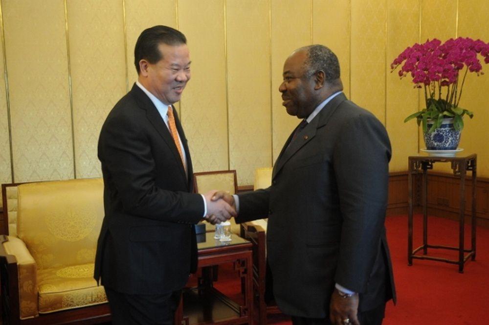 Le Président de la République avec M. Liu Shaoxi, président de Yihua Group