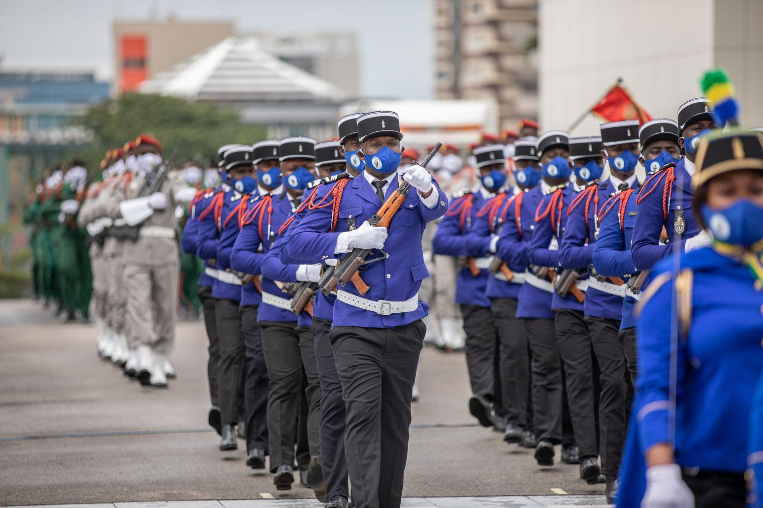 parade militaire commémorant le 60eme  anniversaire de l'Indépendance