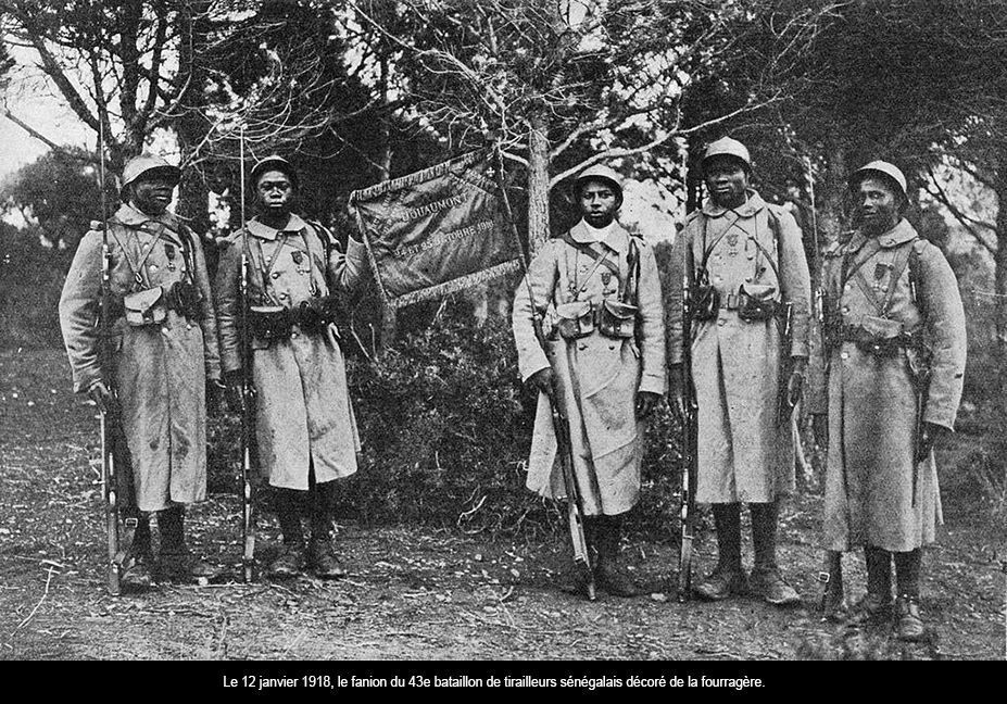 12 janvier 1918 : Le fanion du 43e bataillon de tirailleurs sénégalais reçoit la fouragère