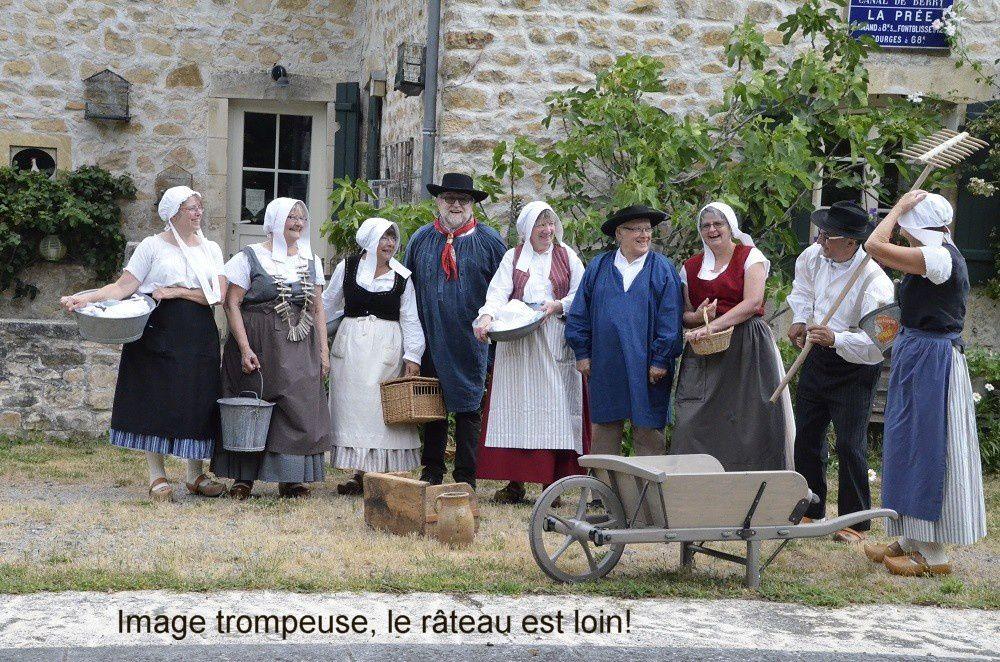 Animation du repas des anciens à Saint pierre les Etieux à Noël 2016 et juin 2017