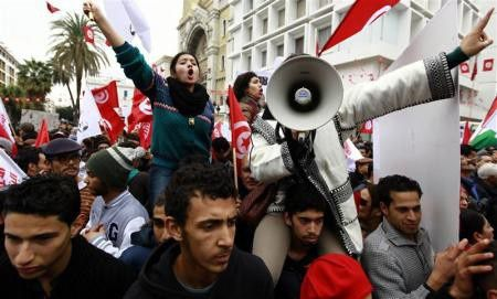 Crédit photo Reuters/Anis Mili : Des milliers de Tunisiens ont célébré mardi 14 janvier le troisième anniversaire de la chute du Président Ben Ali