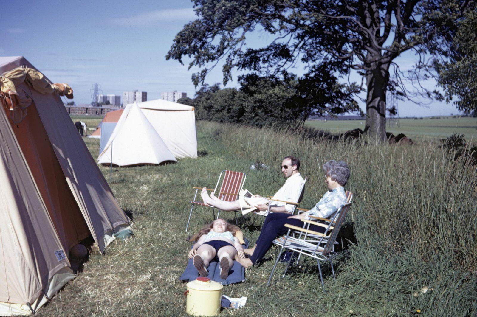 La famille T. prenant le soleil. On eut droit à un mois de juillet ensoleillé et superbe....