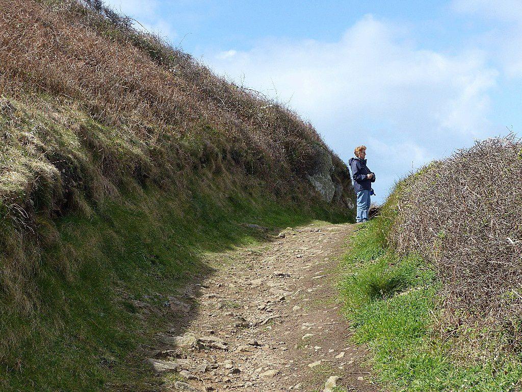 Quand ma chère A. me photographie de loin sur nos sentiers de randonnée