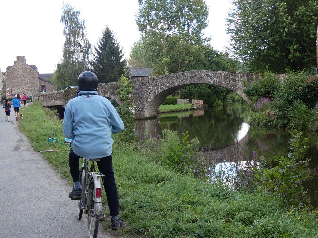 A bicyclette le long du canal