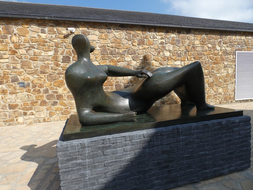 Reclining Figure, 1982, Bronze