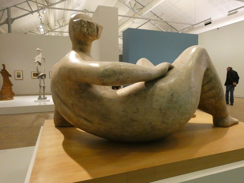 Reclining figure, angles, 1979