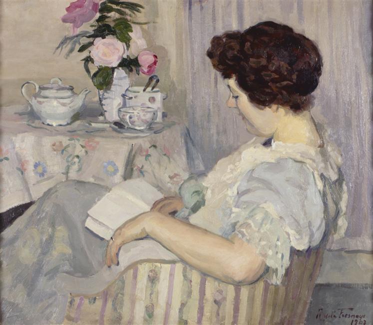 Alise lisant à côté d'une tasse de thé - Roger de  Lafresnaye