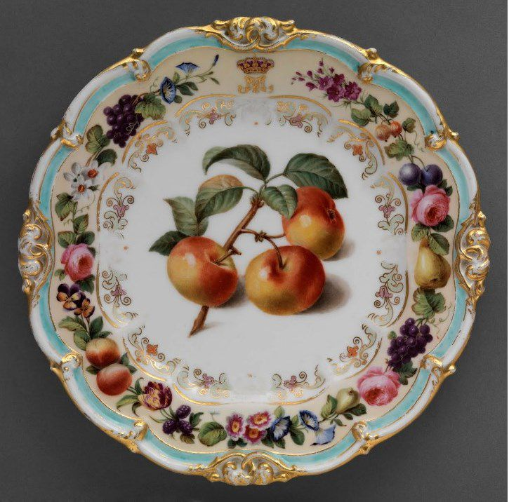 Plate with apples - E. H. Ave