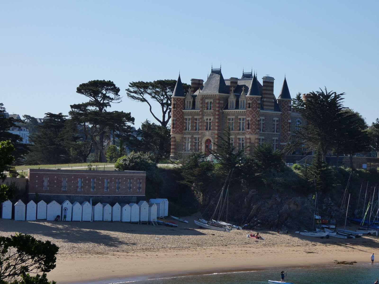 De la plage de Lonchamp au château du Nessay