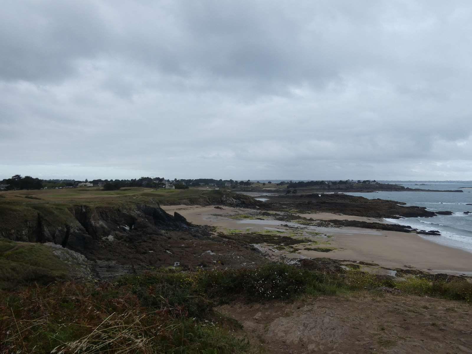 Les sentiers de la Garde Guérin et la plage de Lonchamp