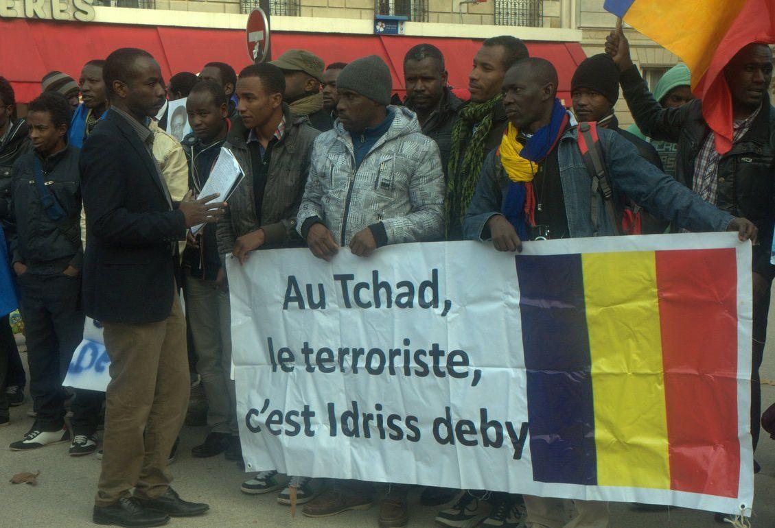 Manifestants tchadiens devant le siège de  l'UNESCO