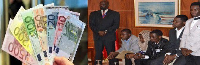 Tunis : Idriss Deby  a distribué des billets d'euros aux  Tchadiens réduits  aux  nécessiteux