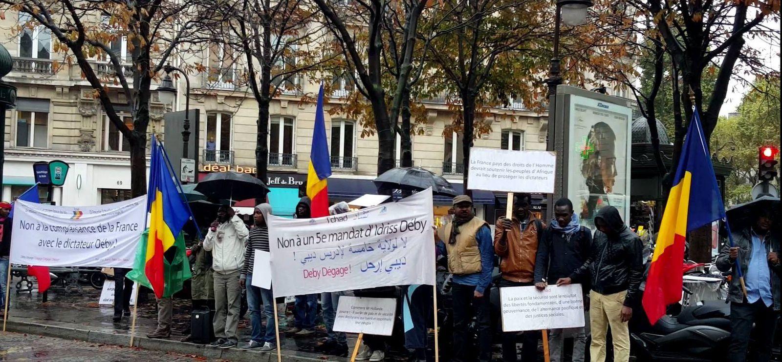 Paris: l'audience d'Idriss Deby perturbée par une manifestation des Tchadiens