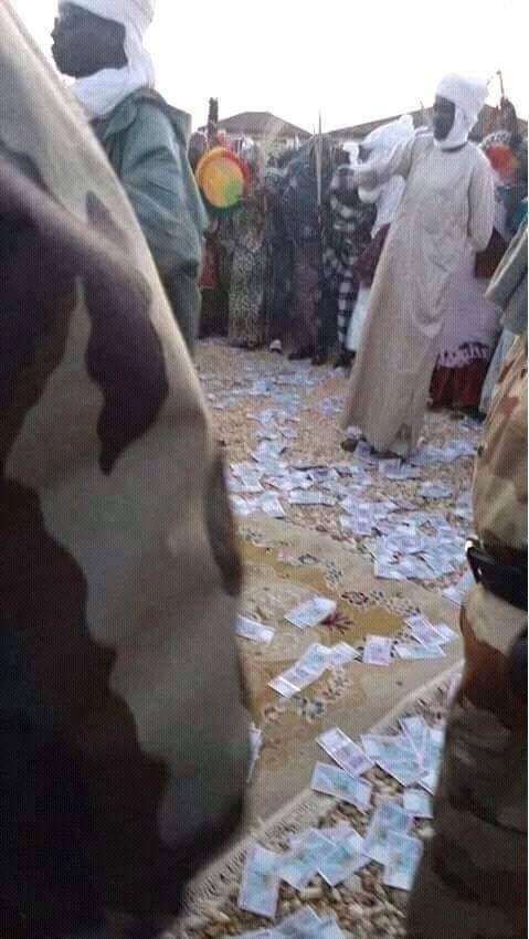 Tchad: Cheikh Djarma fait un parallèle entre les billets jetés à Amdjarass et la fin de règne de Tombalbaye