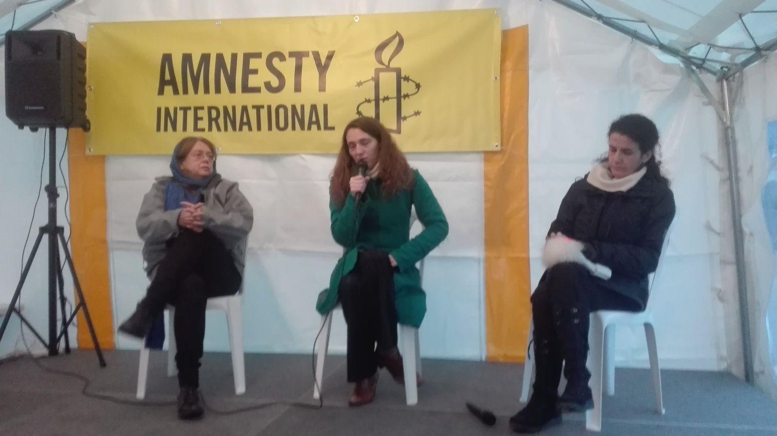 10 jours signer: Amnesty International à la place de la bataille à Paris pour mobiliser et sensibiliser sur les atteintes aux droits humains dans le monde