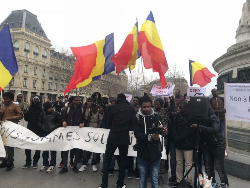 Tchad: manifestation à Paris, reportage à la place de la république( letchadanthropus-tribune.com)
