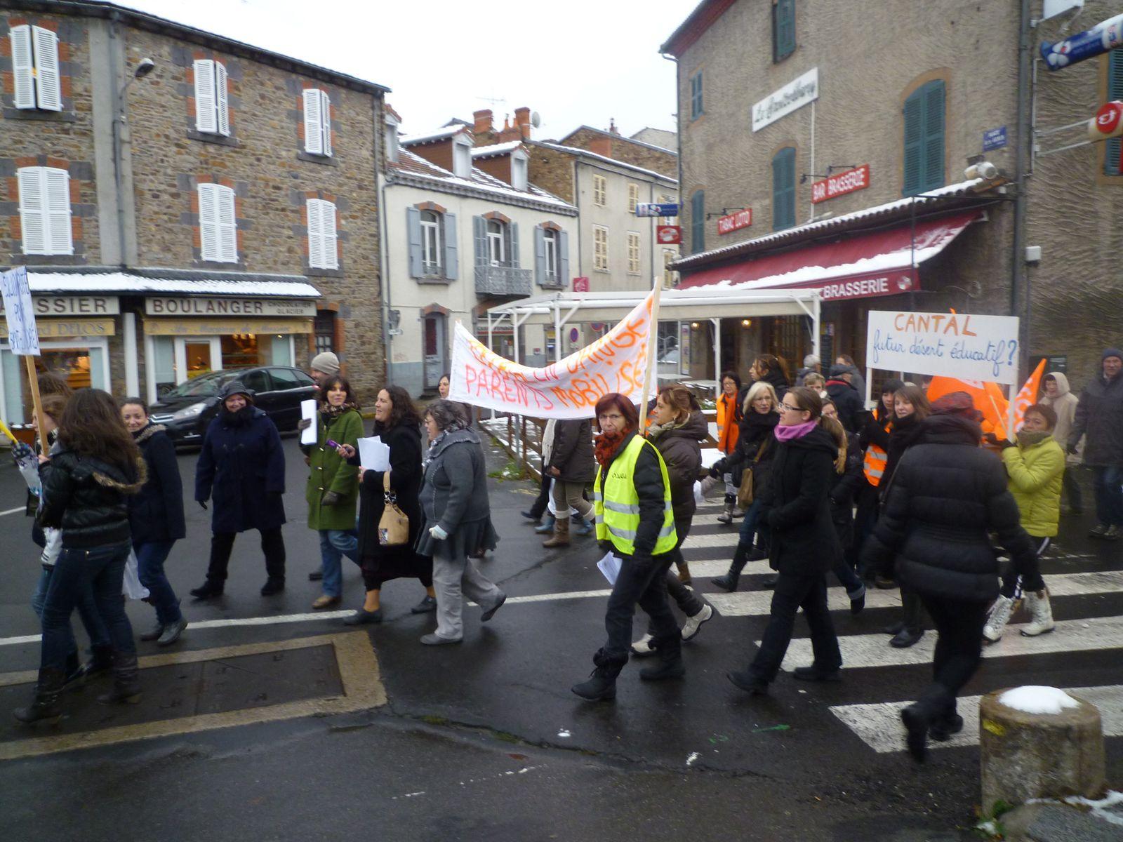 Massiac : manifestation réussie pour la sauvegarde d'une école