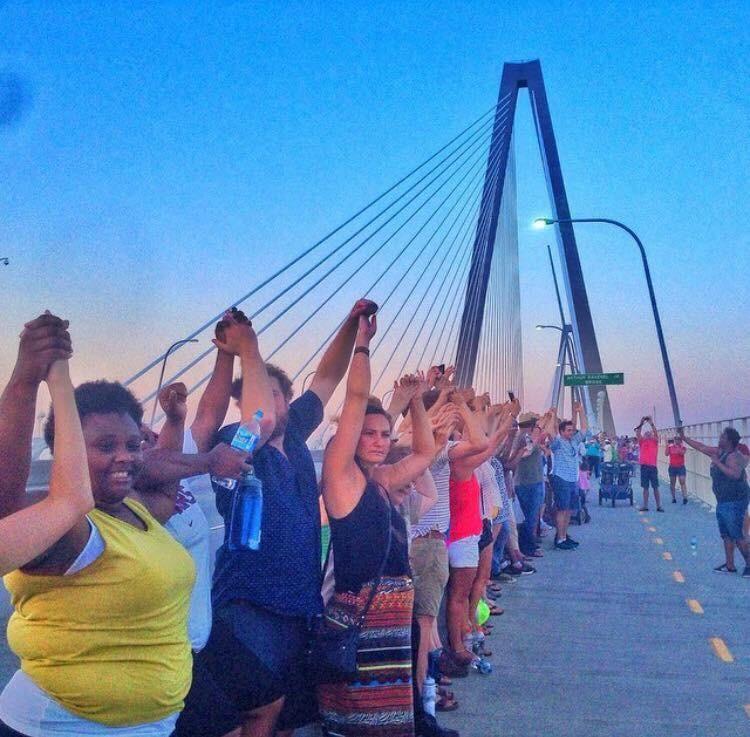 10000 manifestants à Charleston en l'honneur des 9 personnes noires assassinées