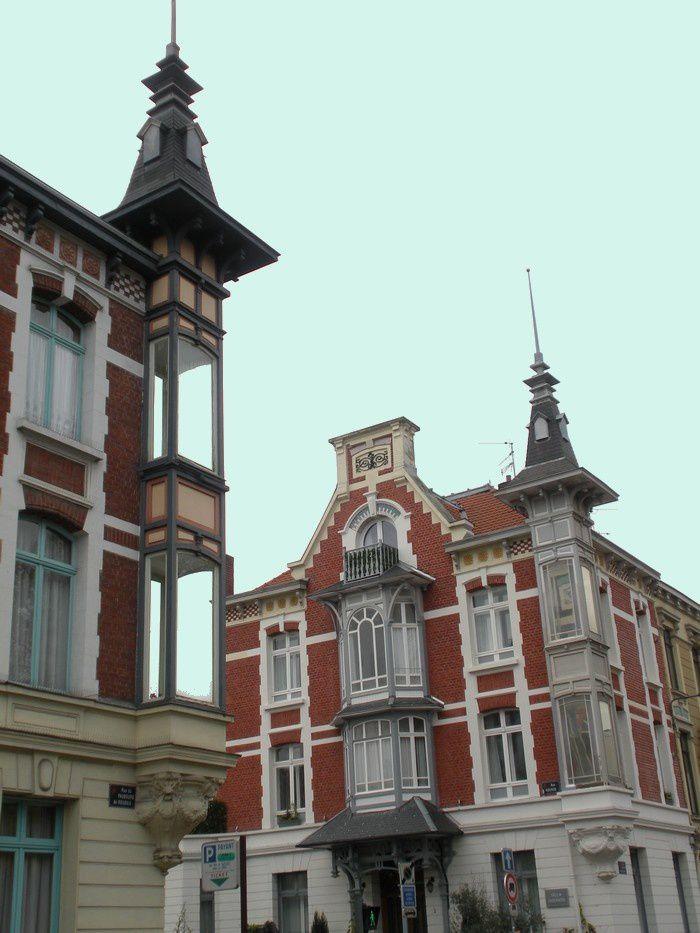 Au retour,  belles maisons du quartier de Saint-Maurice-des-Champs