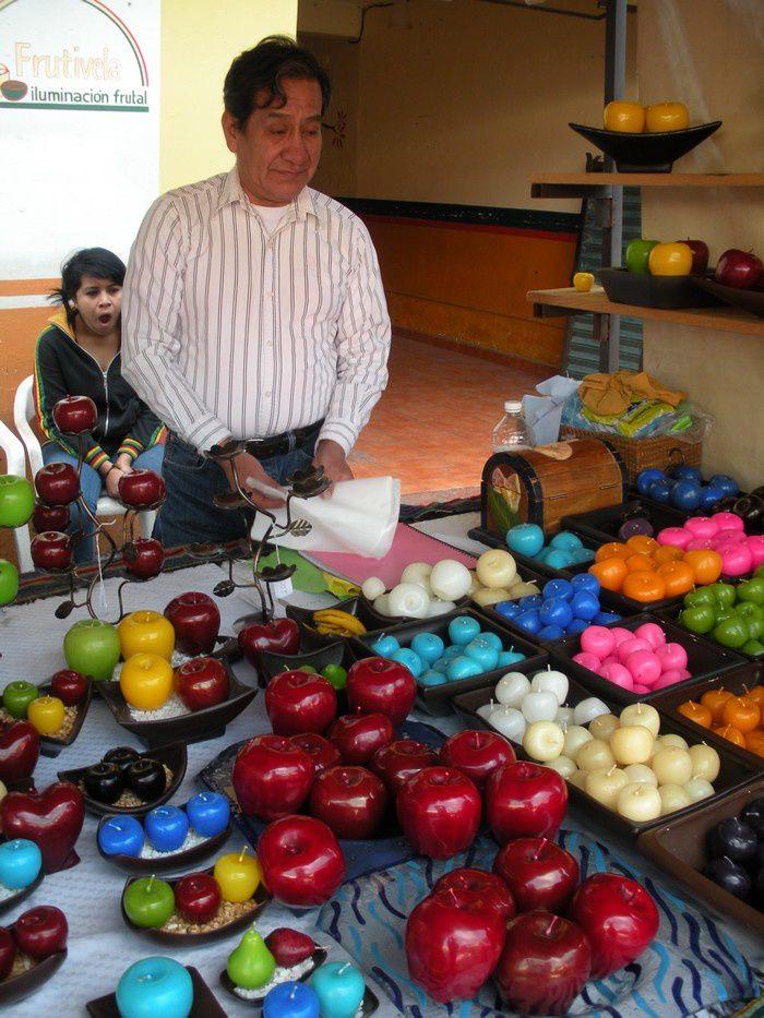 Bougies artisanales  en formes de fruits.