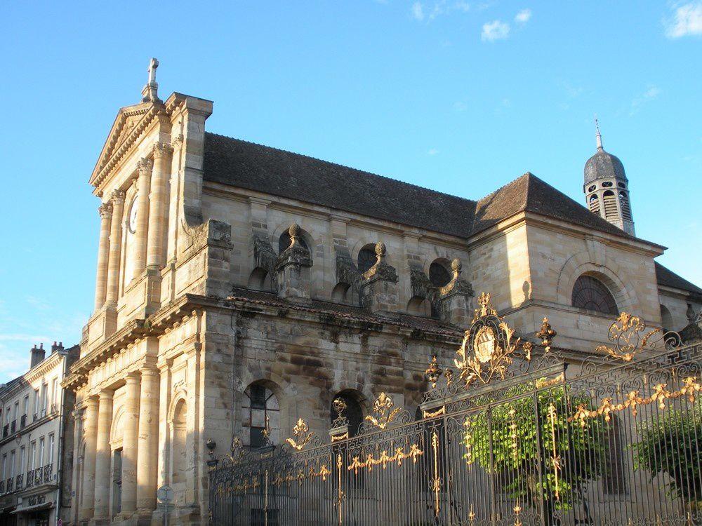 Quand le Soleil se lève sur le lycée Bonaparte d'Autun