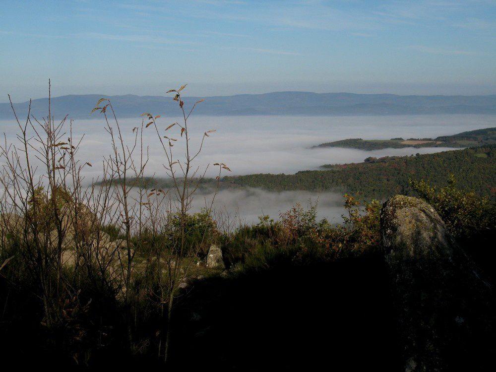 La vallée de l'Arroux dans la brume, vue d'Uchon
