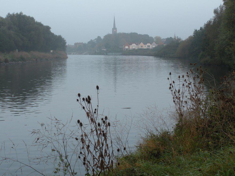 Encore un peu de brume, mais pas assez pour noyer le canal nordique