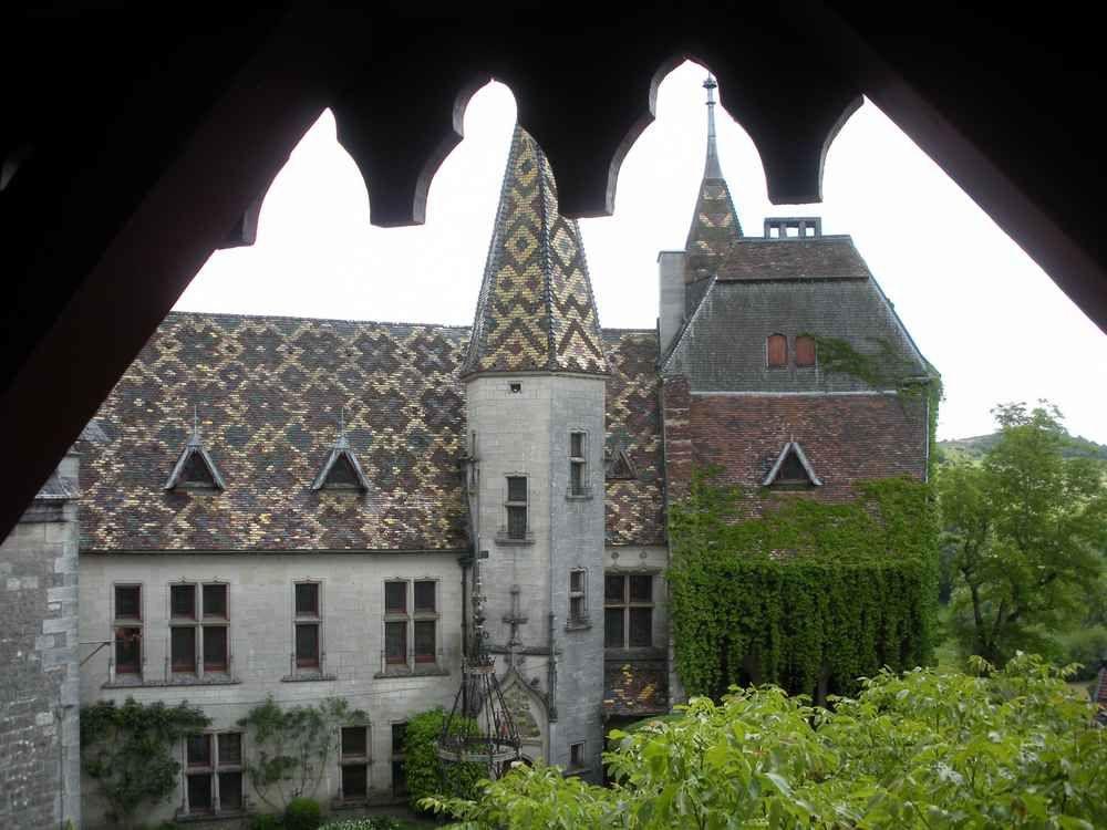 Féérique, le château de la Rochepot en Bourgogne