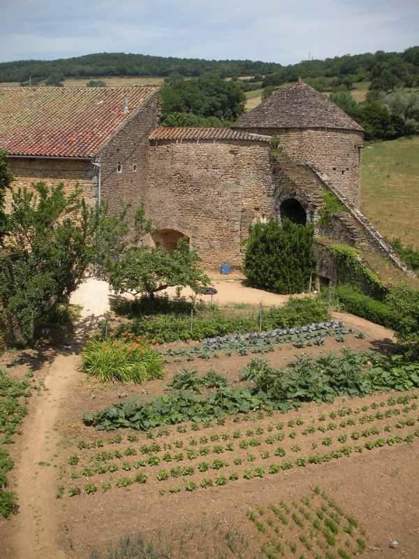 Toujours bien vivant, le château médiéval de Berzé le Châtel