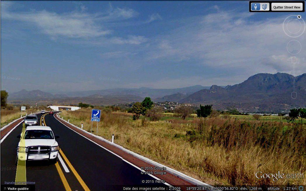 Route de montagne et de vallée, merci à Google earth car la prise de vues de l'autocar n'est pas aisée