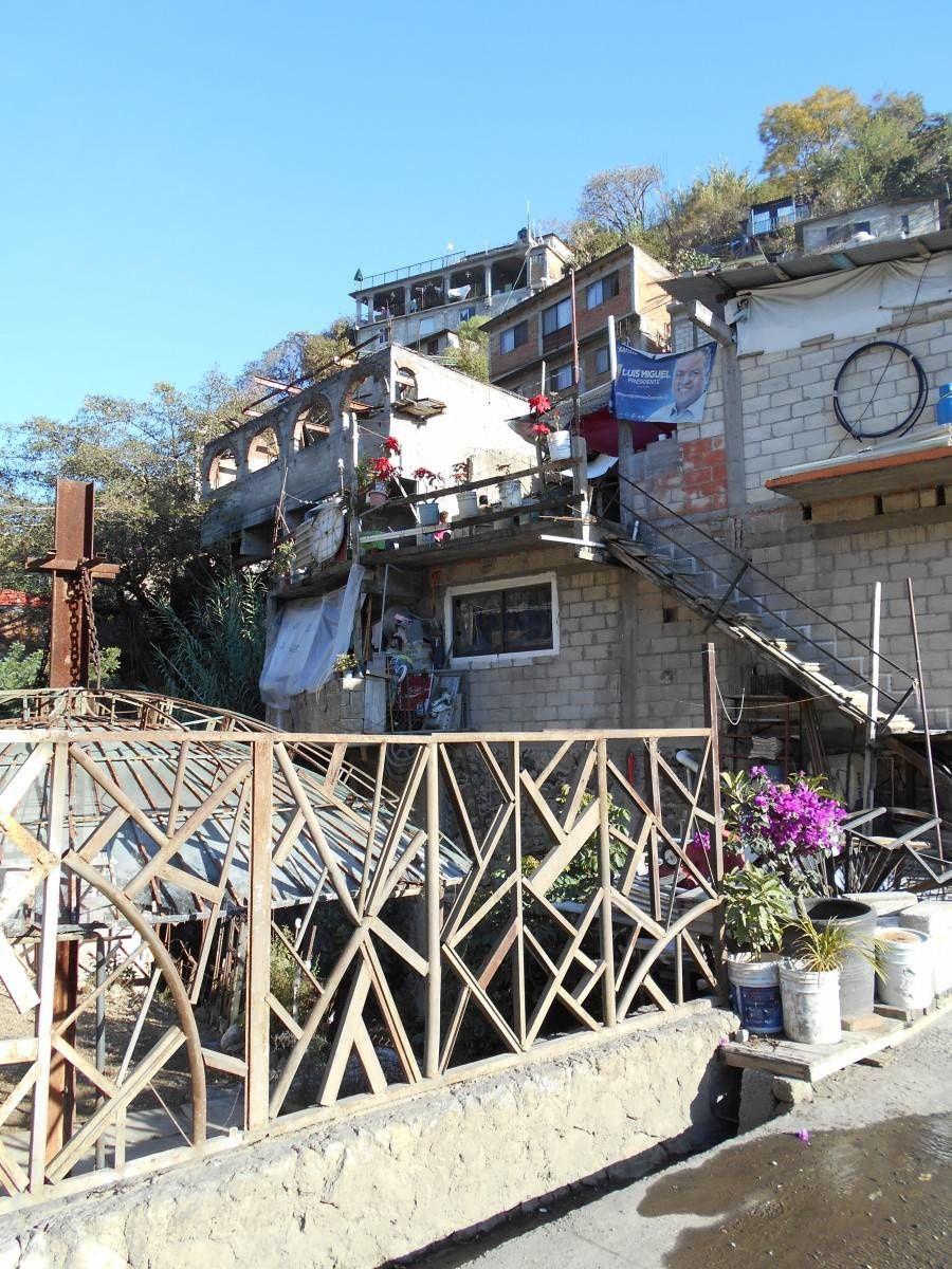 Descente dans un quartier populaire tout en bas d'une barranca, un bel aspect du Mexique profond
