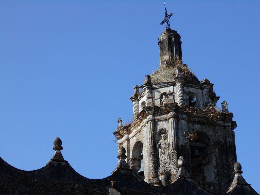 La belle église coloniale d'Ocotepec et ses remarquables sculptures