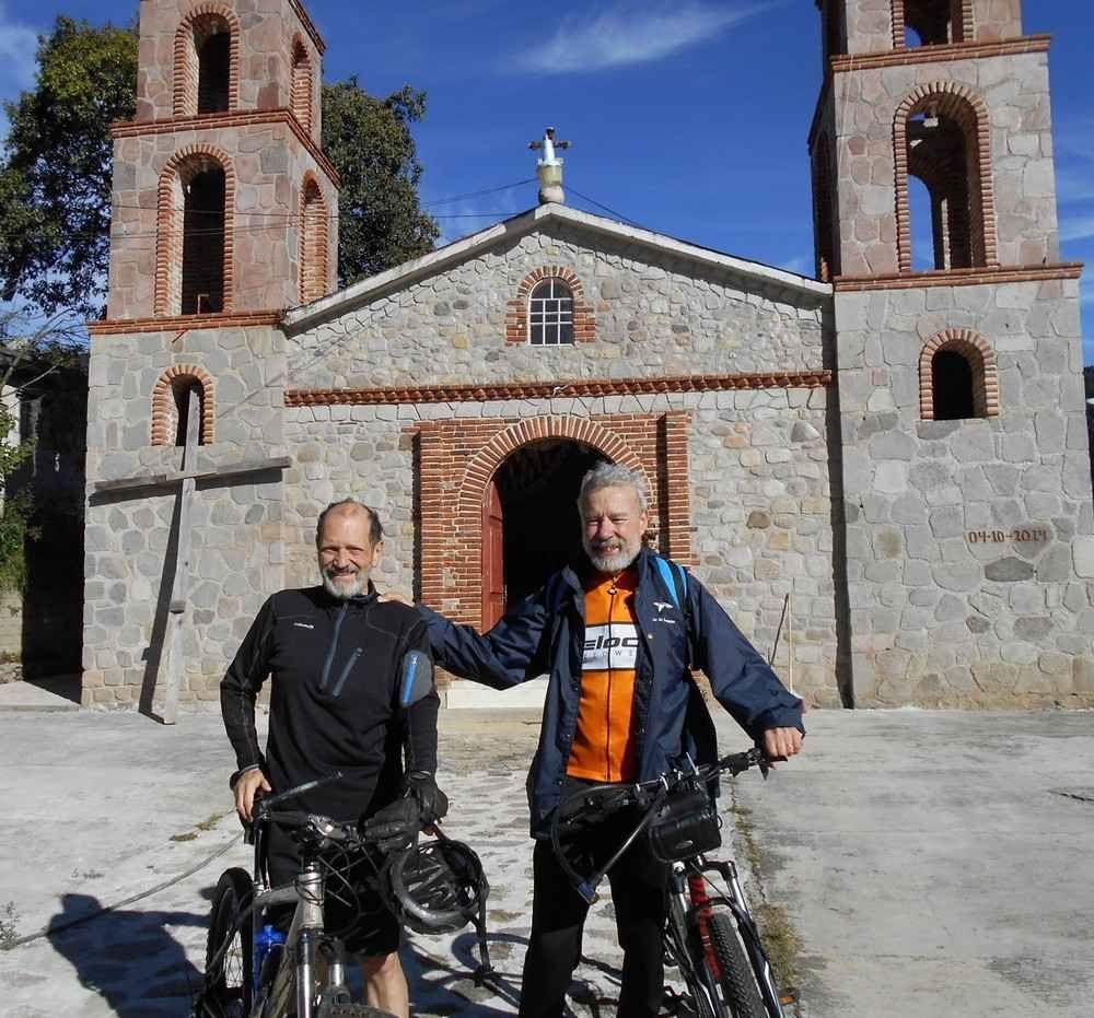 Aimable et cycliste rencontre franco-mexicaine au sommet (d'un col bien sûr)