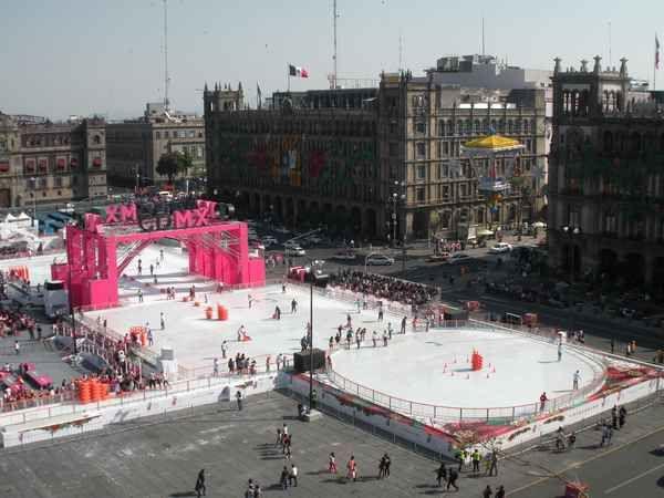 Mexico : prodigieuses pistes de patinage en vraie glace, une attraction géante