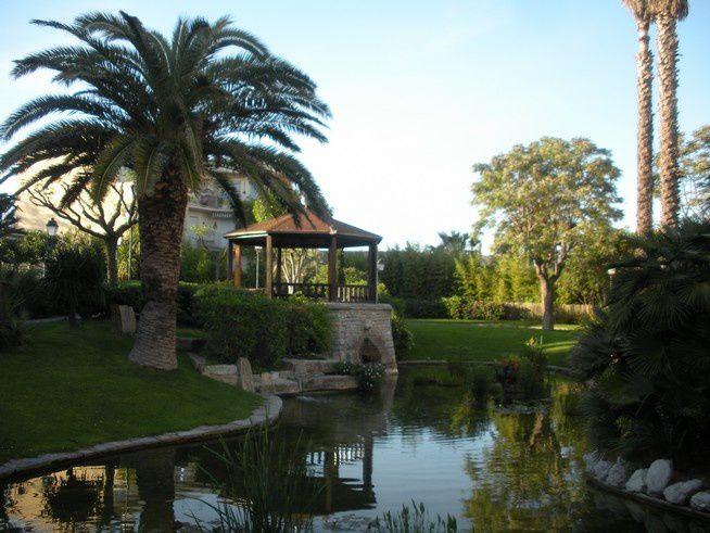 Phare de la Méditerranée à Montpellier : un ancien château d'eau devenu restaurant panoramique tournant