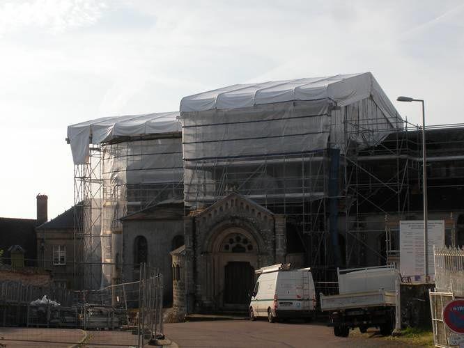 L'église Saint-Léger, de Saint-Léger-sous-Beuvray, quasiment emballée