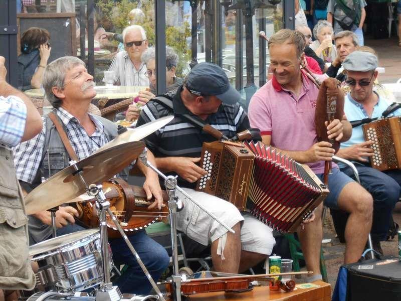 Quelle belle ambiance musicale à la fête de la vielle à Anost (Morvan)