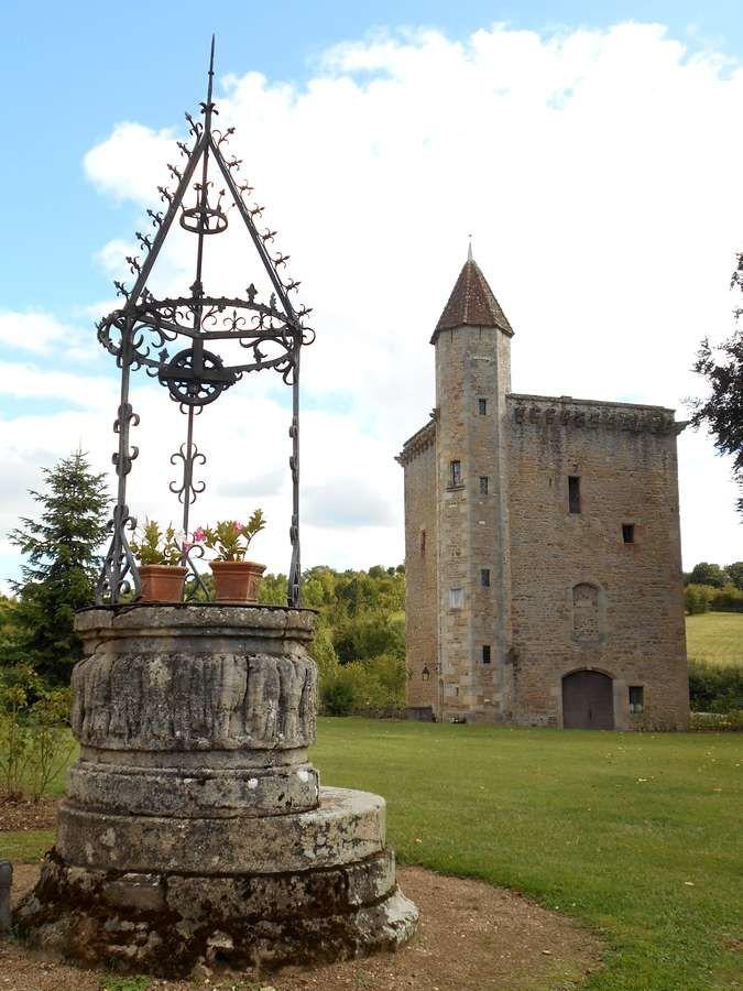 D'une époque à l'autre au séculaire château de Couches, porte du vignoble bourguignon